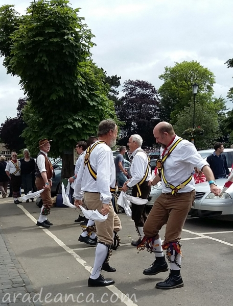 Bourton on thw water morris dance (3)